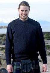 Fraser in navy cropped